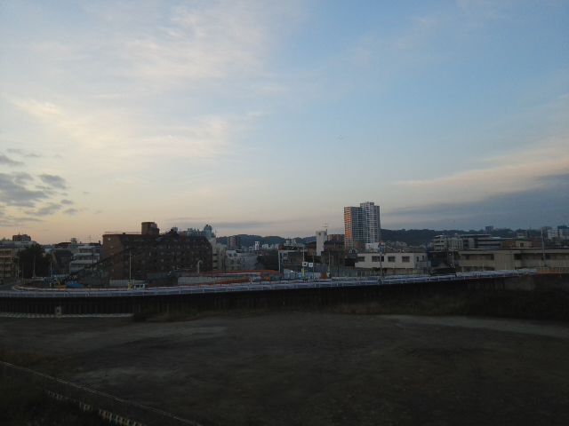 多摩川土手日の出